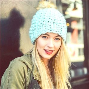 Wella soft knitted beanie with faux fur Pom